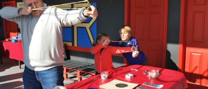 отцы и дети стреляют из рогатки