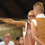 Костюмированное шоу по стрельбе из рогатки