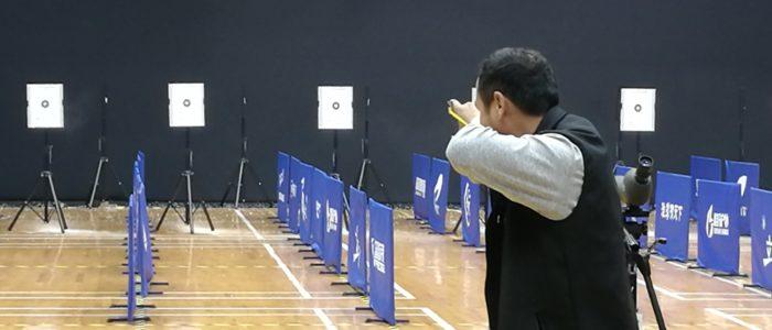 Участник турнира по стрельбе из рогатки CSCC