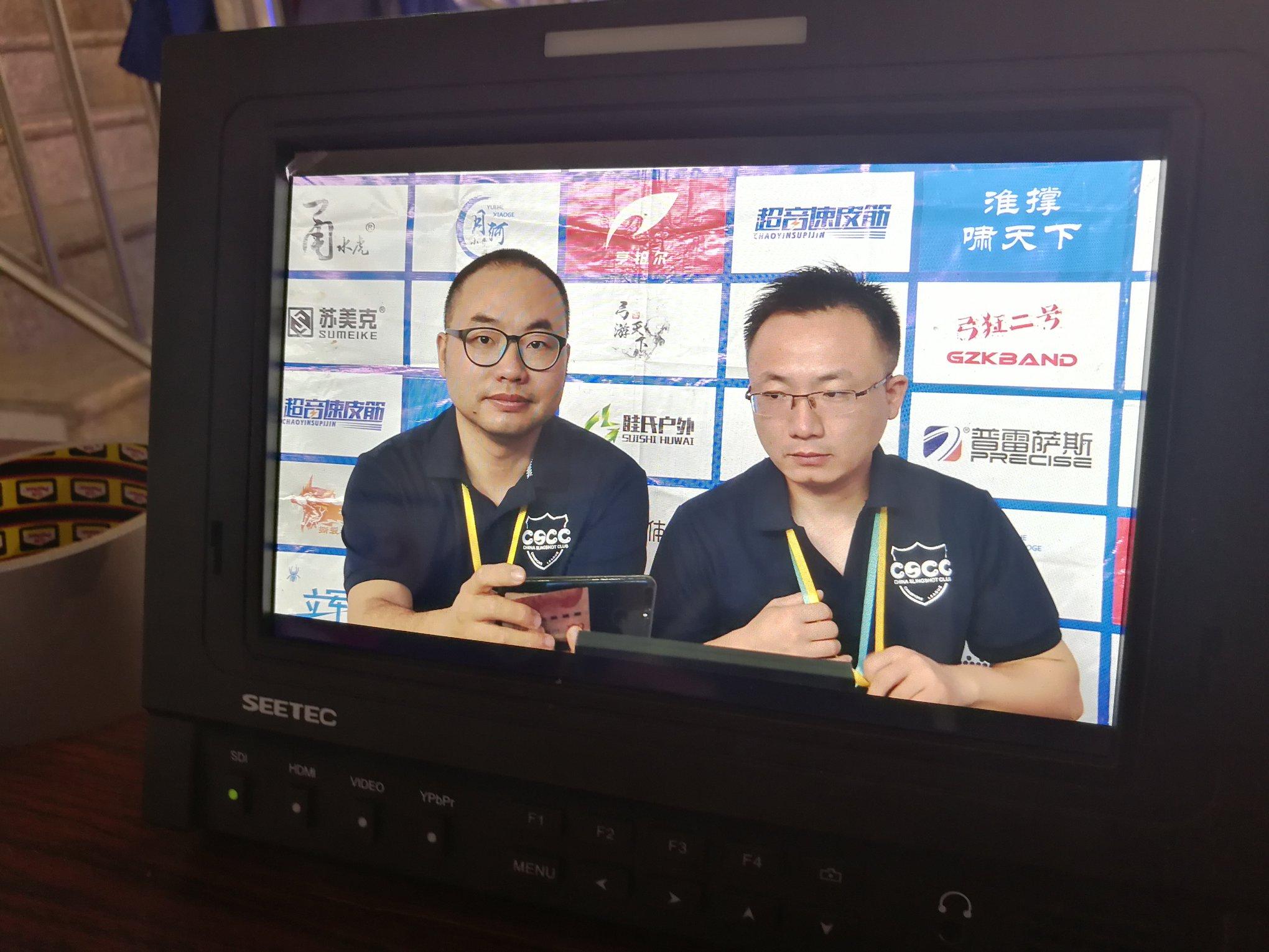 Репортеры турнира по стрельбе из рогатки